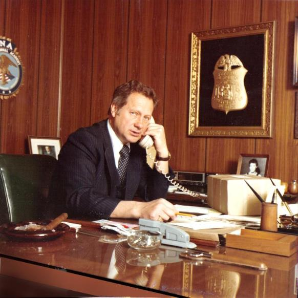ted-gunderson-fbi-office-picture